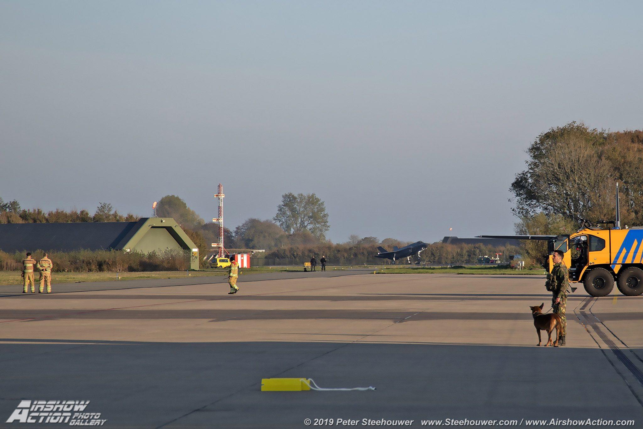 f35_arrival19_014.jpg